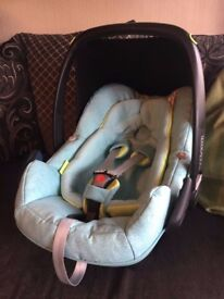 Maxi Cosi Pebble Plus Car Seat In Green Triangle Flow - Good Condition
