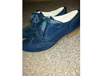 Stunning ladies patent leather navy lace up shoes size 5. Brogues. Immaculate