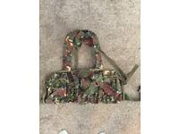 Army webbing - brand new - 5 pouches and map pocket