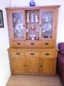 Solid Oak dresser in VG condition. Fitted with glass shelves and interior lights.