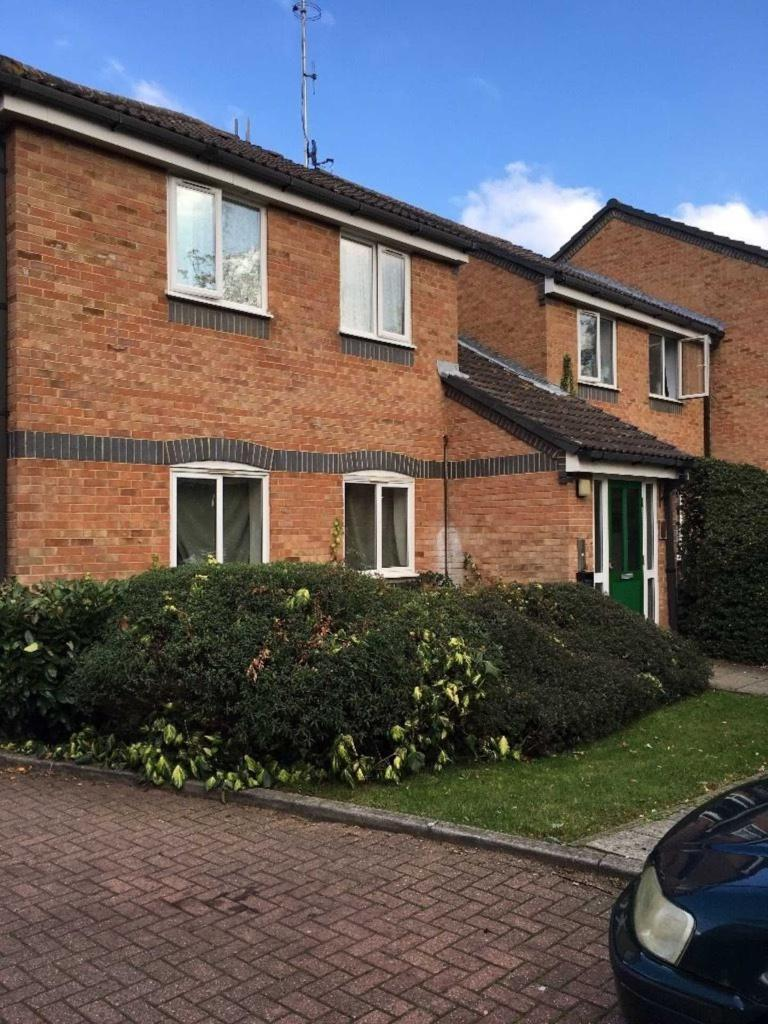 2 bedroom flat in Frensham Close, Southall