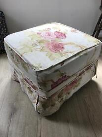 Pouffe / footstall / seat with storage