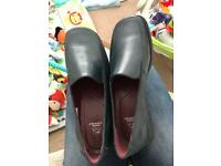 Brand new hush puppies- size 6