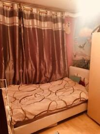 NICE DOUBLE ROOM IN ACTON TOWN