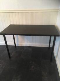 Black table with adjustable legs