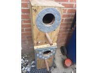 Parrot nest box