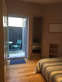 Double Room with Patio in a House, All Inclusive, Wimbledon Park