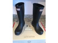 Hunter Black Wellingtons - worn once comes with box. Childrens Size: UK 1