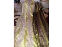Chocolate and pistachio curtain