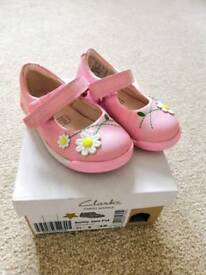 Clarks girls shoes 3.5F