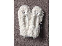 BNWT size M slippers