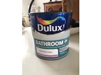 New Tin of Dulux Pure Briiliant White Bathroom Paint. Anti Mould. 2.5 litres. Unopened.