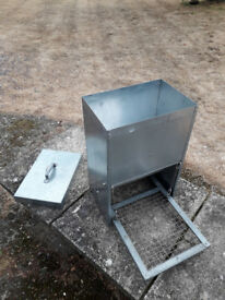 Galvanised (Vermin Proof) Chicken Hen & Poultry Step-on Automatic Feeder