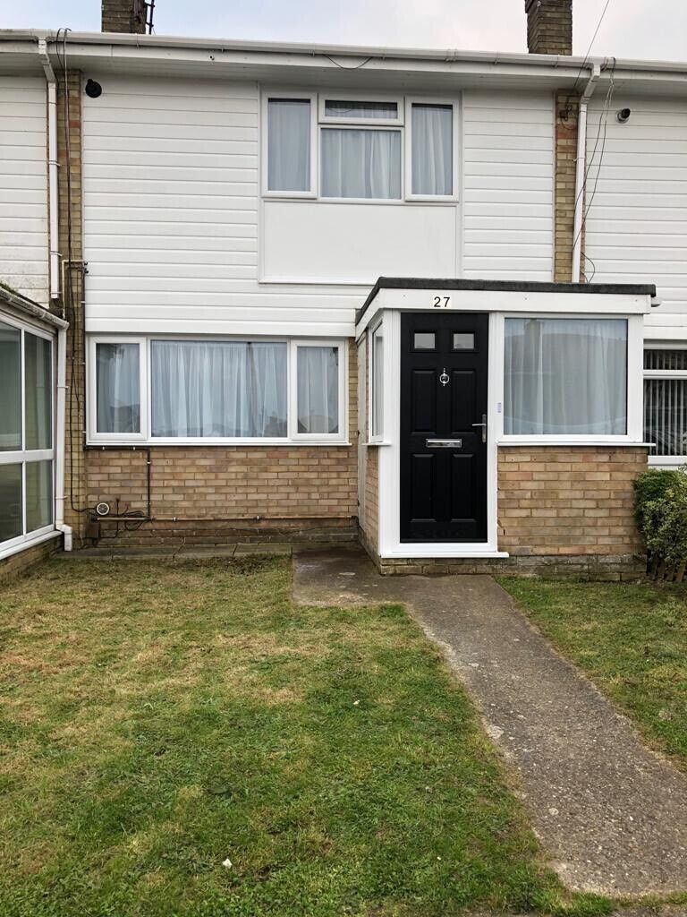 Groovy Spacious 2 Bedroom House To Rent In Gillingham Kent Gumtree Interior Design Ideas Apansoteloinfo
