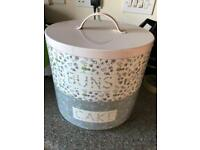 Cake tin. Stacking with two