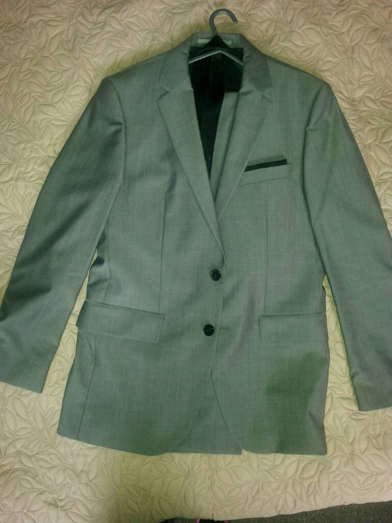 Hugo Boss Full Suit and Tie (WORN ONCE)