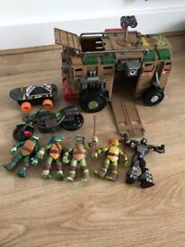 Teenage mutant ninja turtles bundle £25