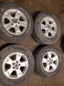 Ford Escape aluminum alloy wheels with tires