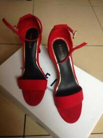 BARGAIN!! HOT RED HEELS SIZE 5 1/2 LUXURIOUS