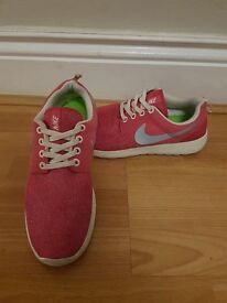 Womens Nike Roshe Run Trainers - Size 5.5