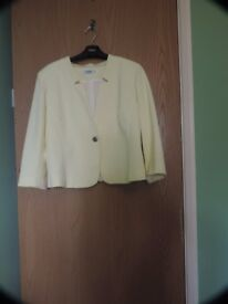 Yellow jacket - 3/4 long sleeve - size 44