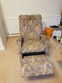 Manual floral reclining chair