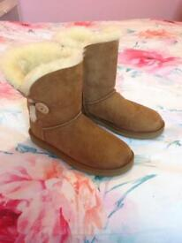 Hardly worn genuine uggs size 6.5