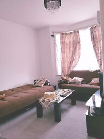 ****SPACIOUS ONE BEDROOM FLAT AVIALBLE IN HEART OF HARROW TO RENT FOR £1050 PCM****