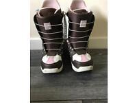 Ladies burton mint size 7 snowboarding boots