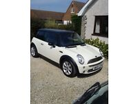 Cream Mini Cooper 1.6L for sale, with black roof & wing mirrors