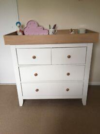 Mama & Papa's changing table/drawers