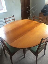 Table and 4 chairs - brilliant condition