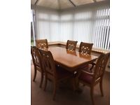 Dining table with 6 upholstered chairs