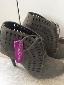 Ladies grey boots. Size 5.5