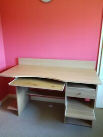 Desk in good condition sell...