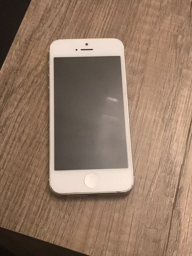 Iphone 5 white 16gbin Luton, BedfordshireGumtree - Iphone 5 white 16gb very good condition, selling due to upgrade. Phone comes with box an original iphone charger, £100ono