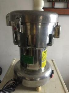 OMCAN J110 VEGETABLE and FRUITS JUICE EXTRACTOR