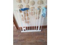 Lindam white metal baby gate