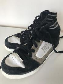 URGENT - DC sneakers in black and white in size 37