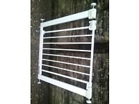 childs saftey stairgate in white,