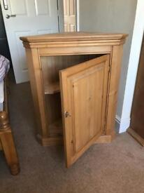 Solid Pine lockable corner unit with single shelf