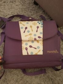 Munchkin portable child seat and bag