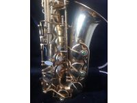 Elkhart series II alto saxophone with hard case ..hardly used ,another failed Baker Street fan