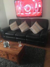 Black leather 3 piece suite recliners