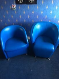 4 tub chairs 2 blue ones and 2 yellow ones...
