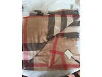 Burberry scarf with tags and original packaging,unused,brand new.