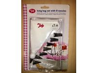 ICING BAG SET WITH 8 NOZZLES
