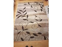 Large living room rug 5ft by 7 1/2 ft