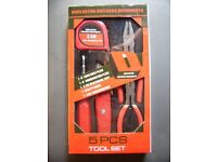 5 PICE HANDY TOOL SET IS BRAND NEW £5