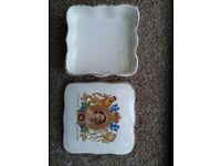 1953 ceramic coronation box